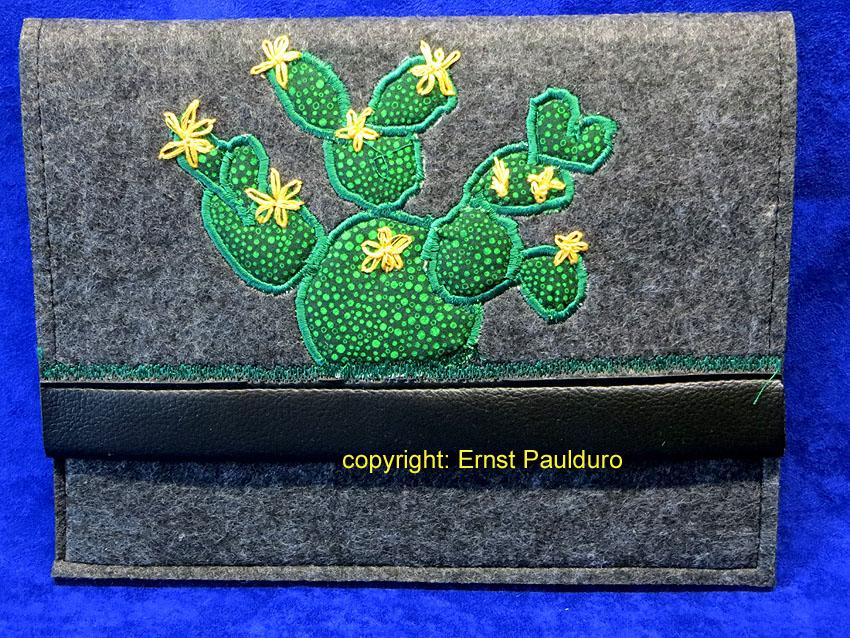 Laptophüllen aus Filz mit Applikationen;Größe: 27 cm x 20 cm (B x H) Preis: 25,00 €/Stück zzgl. Versand ©Paulduro