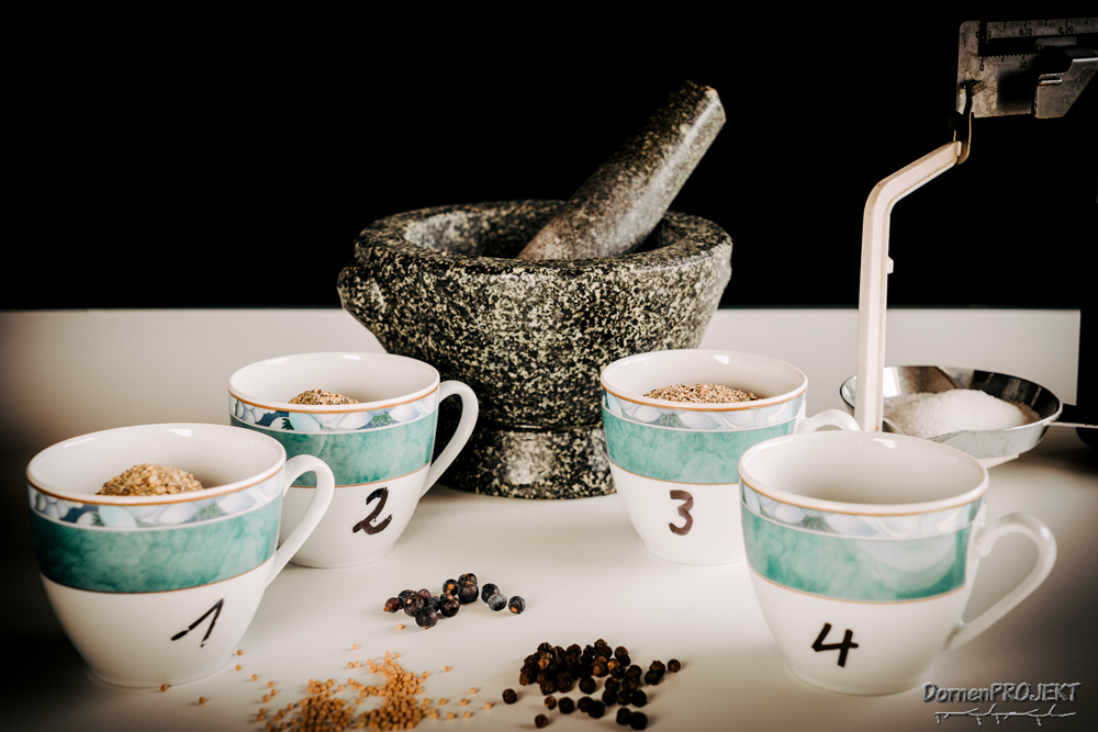 nummerierten Tassen.©DornenProjekt