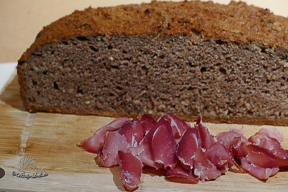 Schinken mit selbst gebackenen Bauernbrot ©Kaktusmichel.de